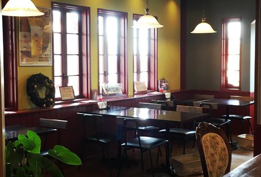 p-box cafe 内観